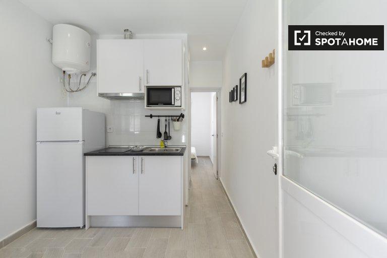 Stylowy apartament z 1 sypialnią do wynajęcia w Usera, Madryt