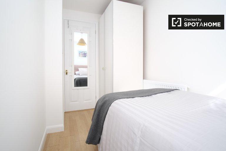Single Bed in Rooms for rent in 4-bedroom flat in Putney