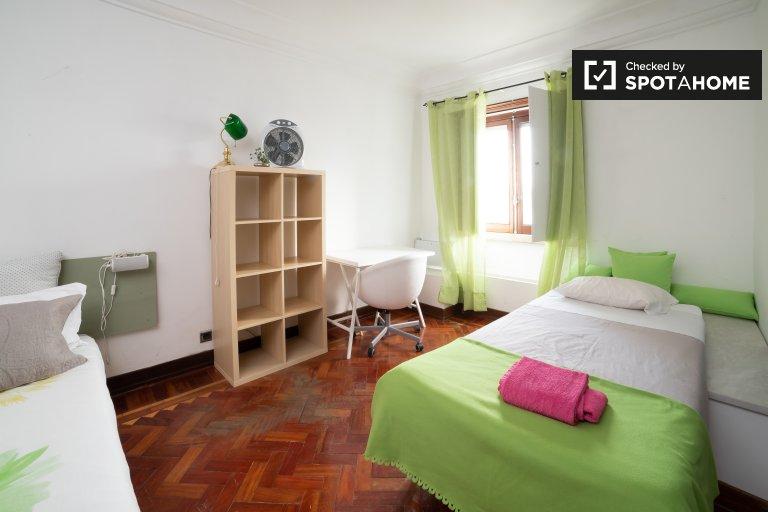 Pokój dwuosobowy do wynajęcia, apartament z 6 sypialniami, Santo António