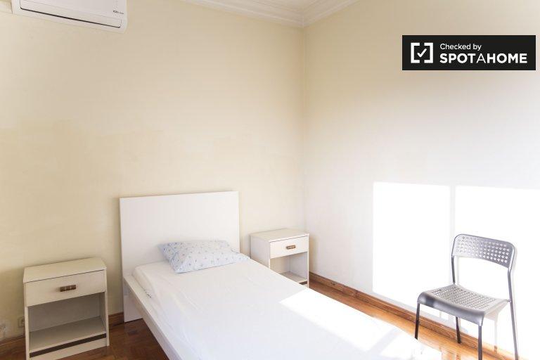 Bright room in 3-bedroom residence hall in Encarnação