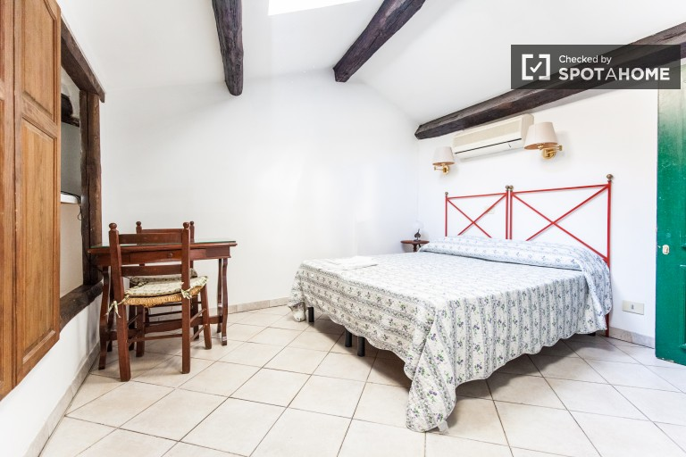 Bright studio apartment for rent - Trastevere, Rome