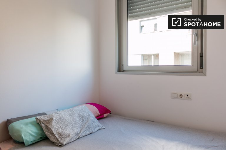 Room for rent in 3-bedroom apartment in Poblenou, Barcelona
