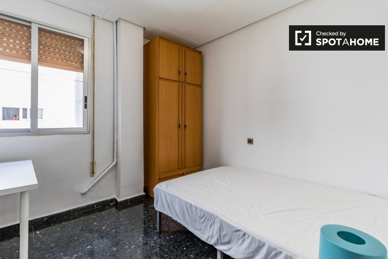 Zimmer in 8-Zimmer-Wohnung in Poblats Marítims, Valencia