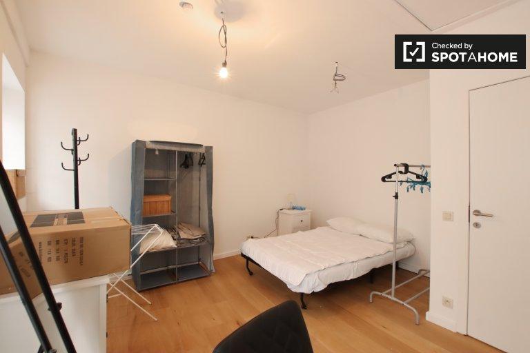 Spaziosa camera in appartamento condiviso a Ixelles, Bruxelles