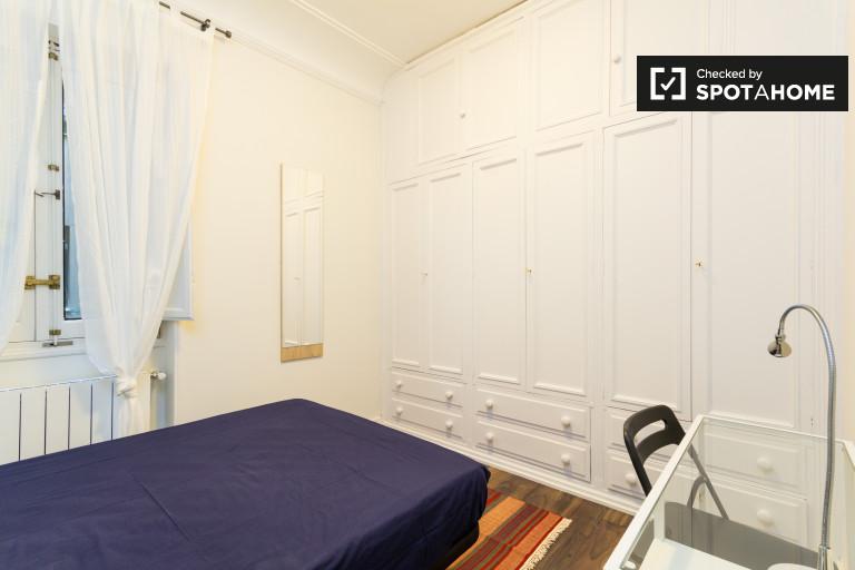 Argüelles, Madrid'de 7 yatak odalı dairede dekore edilmiş oda
