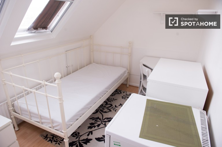 Bedroom 8 with large single bed and desk