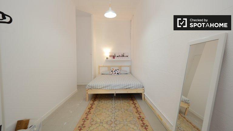 Modern room in 5-bedroom apartment, Eixample Dreta Barcelona