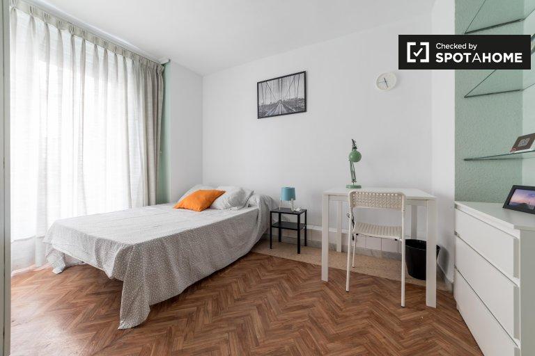 Chambre lumineuse dans un appartement de 4 chambres à Ciutat Vella, Valence