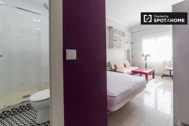 Chambre ensoleillée dans un appartement de 4 chambres à Extramurs, Valence