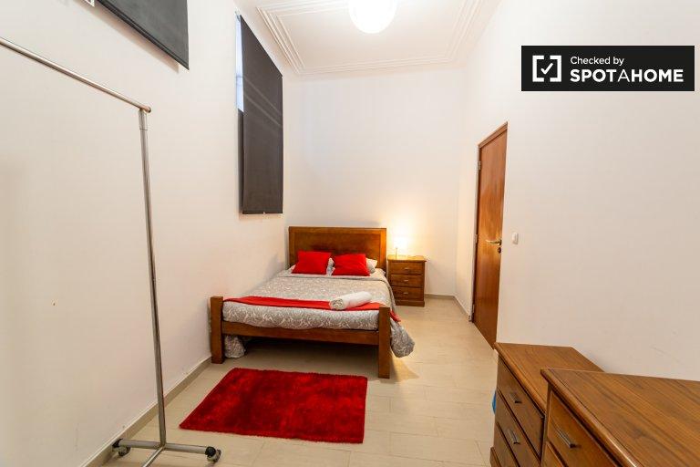 Lizbon'daki Sao Vicente'deki 4 yatak odalı dairede kiralık oda
