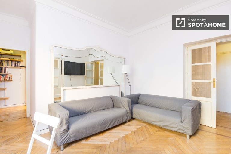 Modern 5-bedroom apartment available to rent in Moncloa