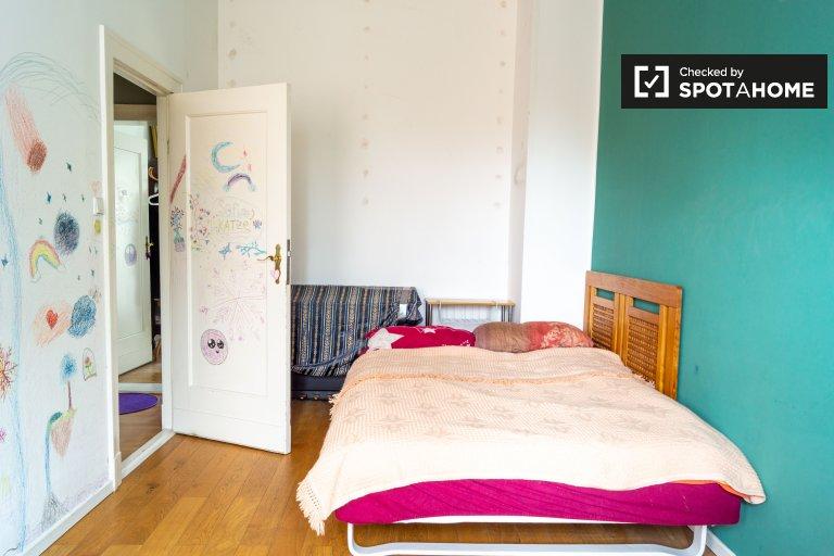 Funky room for rent in 2-bed apartment, Tempelhof-Schöneberg