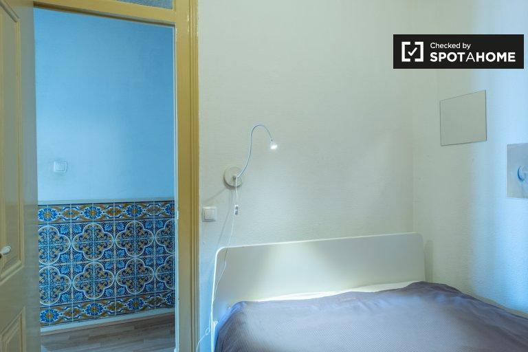 Bairro Alto'da 3 yatak odalı dairede kiralık rahat oda