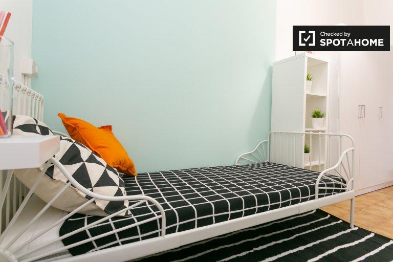 Habitación privada en alquiler en apartamento de 4 dormitorios, Gallaratese