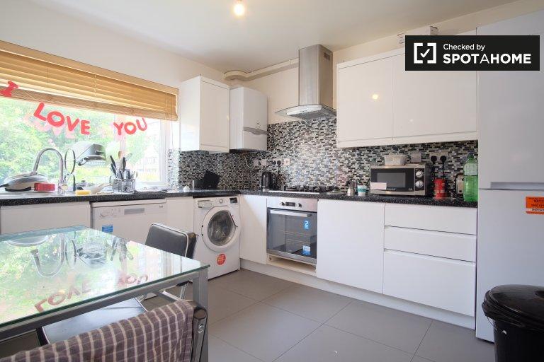 Pokój do wynajęcia w mieszkaniu z 6 sypialniami w Hackney w Londynie