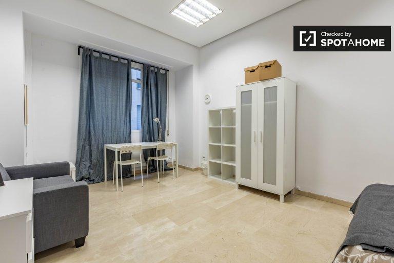 Grande quarto em apartamento de 7 quartos Ciutat Vella, Valência