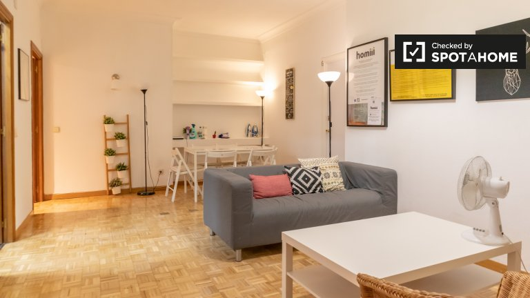 Rooms for rent in 6-bedroom apartment in Madrid