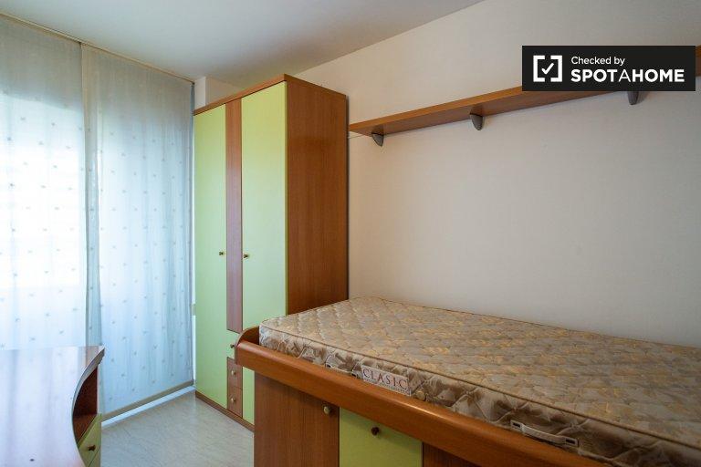Cozy room for rent in 3-bedroom apartment in Vila Olímpica