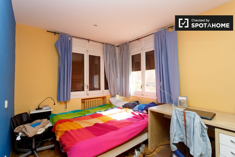 Bedroom 1 with 2 single beds and en-suite bath