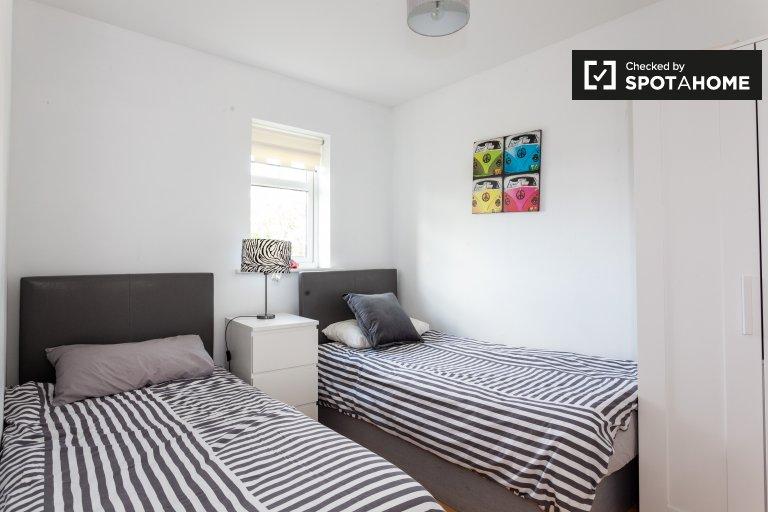 Quarto acolhedor em casa de 5 quartos em Lucan, Dublin