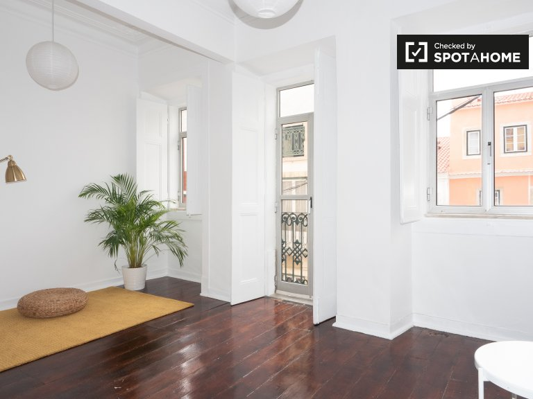 Minimalsit 1-bedroom apartment for rent in Estrela, Lisbon