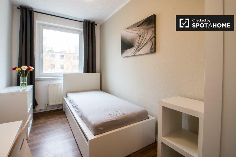 Single Bed in Rooms for rent in 3-bedroom apartment in Schöneweide