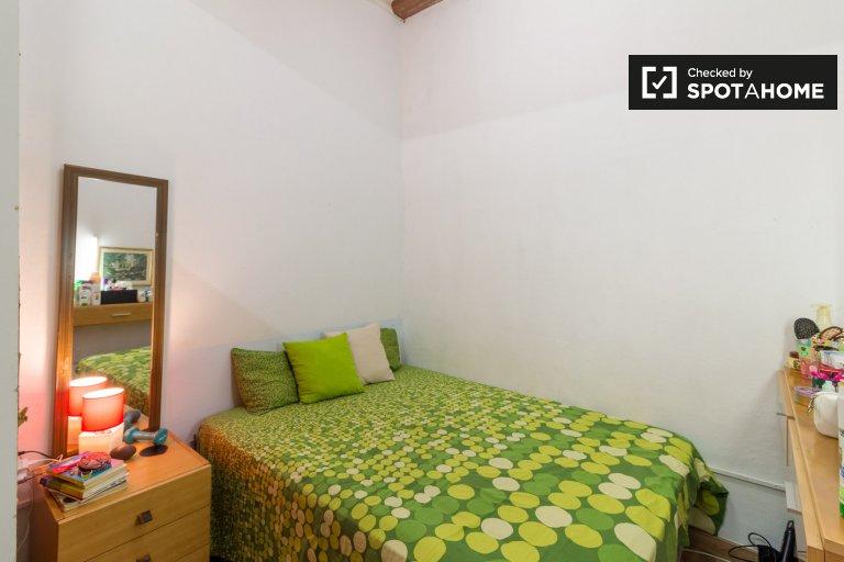 Quarto espaçoso para alugar em apartamento de 3 quartos em El Raval