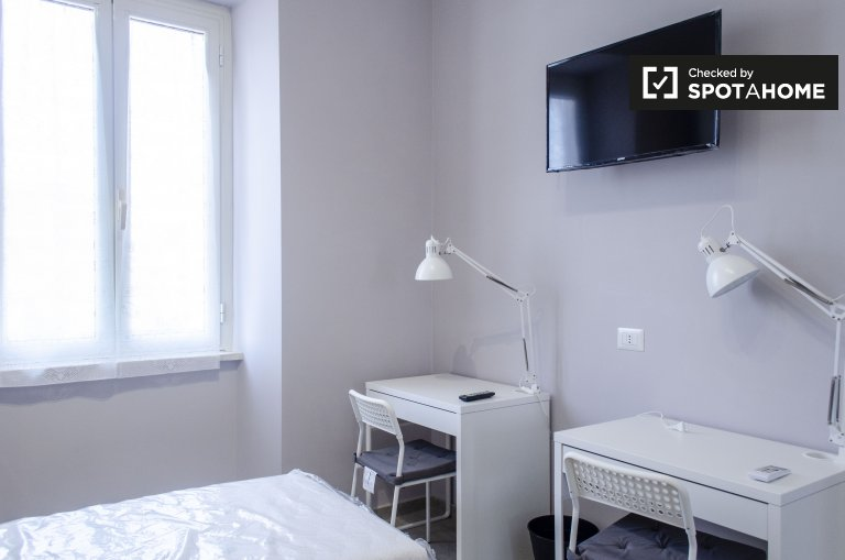 Beds for rent in shared room in 3-bedroom apartment in Rome