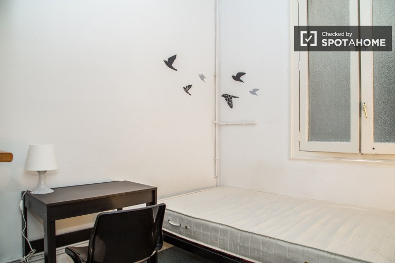 Single Bed in Rooms for rent in 7-bedroom apartment in Sarrià-Sant Gervasi