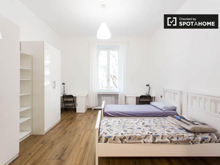 Lit à louer dans une chambre dans un appartement de 9 chambres à Città Studi