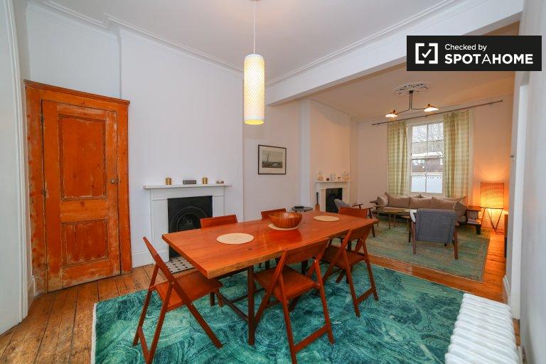 Mieszkanie z 2 sypialniami do wynajęcia w Notting Hill w Londynie
