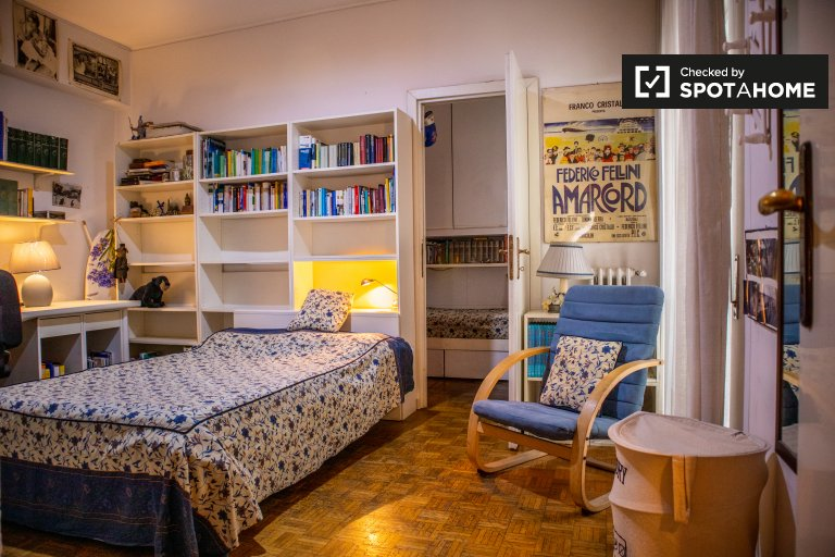 Big room in 2-bedroom apartment in Ostiense, Rome
