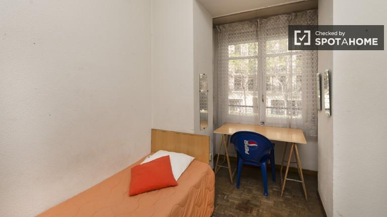 Bedroom 2- Luminous exterior bedroom with direct balcony access