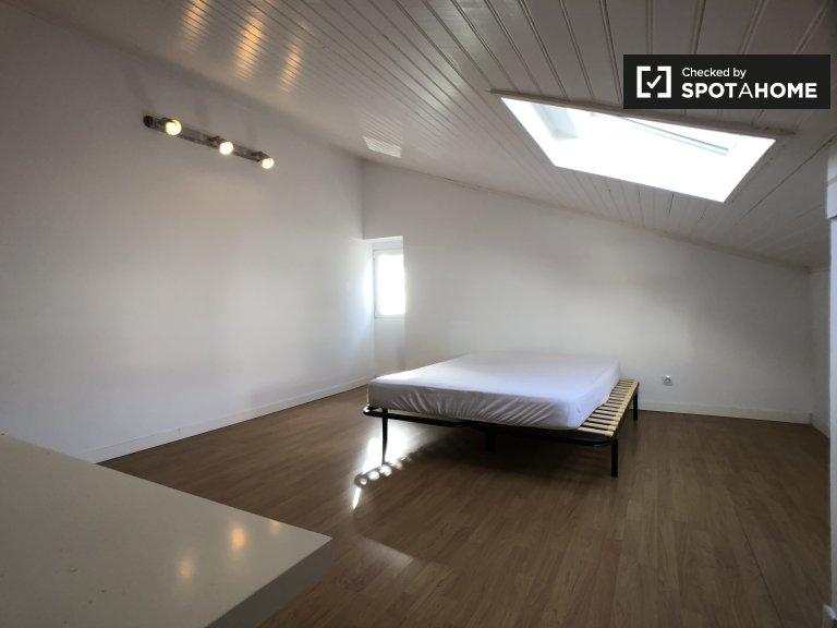 Kiralık çift kişilik oda, 4 yatak odalı daire, Restelo, Lizbon
