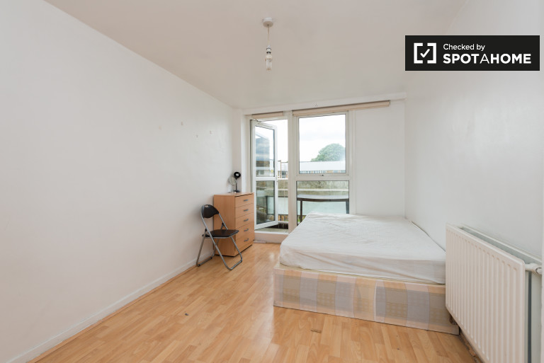 Beautiful room in 3-bedroom flat in Homerton, London