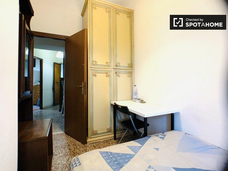 Chambre à louer dans un appartement de 4 chambres à Garbatella, Rome