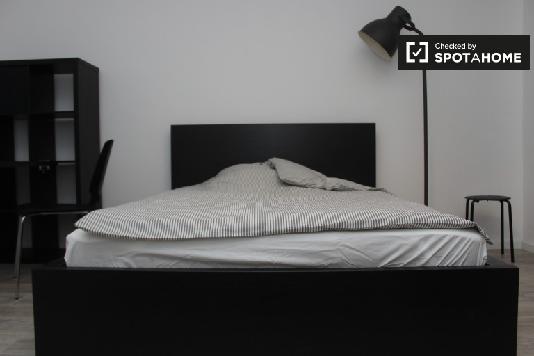 Double Bed in Rooms for rent in a renovated 3-bedroom apartment in Charlottenburg