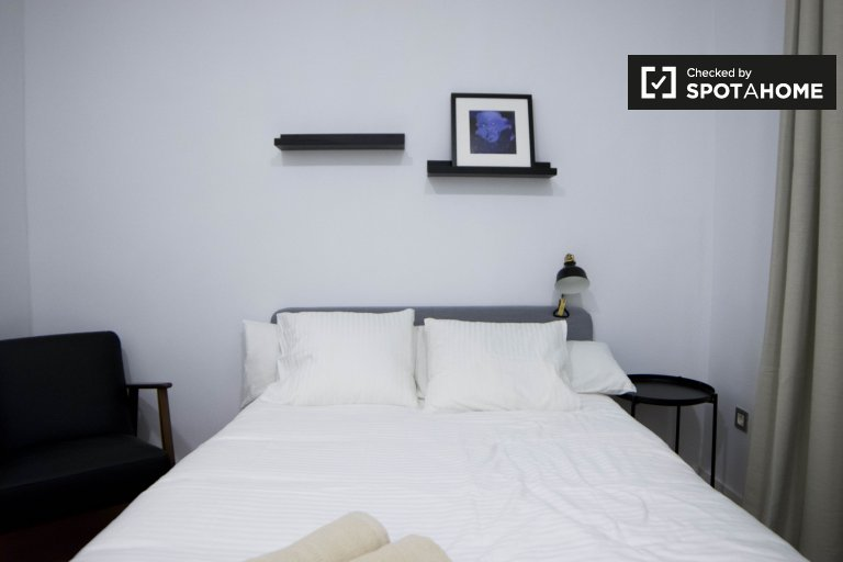 Tidy room in 6-bedroom apartment in Chamartín, Madrid