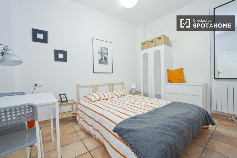 5 bedrooms in renovated apartment for rent in Valencia