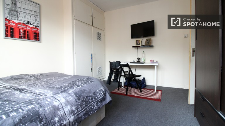 Bedroom 2 with Double Bed and TV, Couples Allowed