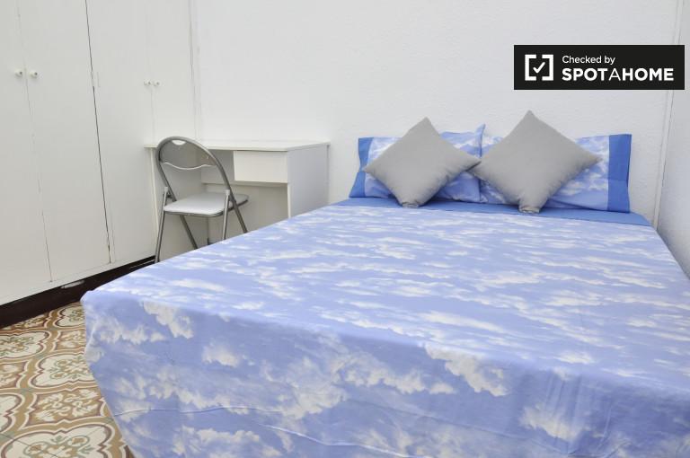 Großes Zimmer in einer 4-Zimmer-Wohnung in Gràcia, Barcelona