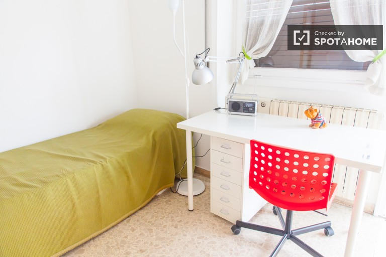 Single room in 3-bedroom apartment in Tufello, Rome