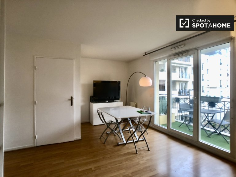 Modern studio apartment for rent in Puteaux, Paris