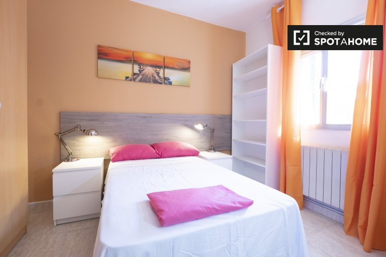 Bright room in 4-bedroom apartment in Carabanchel, Madrid