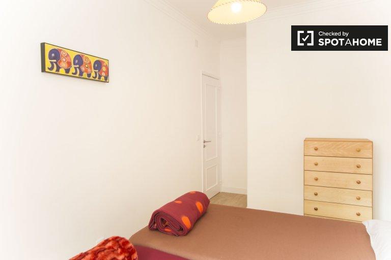 Pokój do wynajęcia w 4-pokojowym mieszkaniu w Benfica, Lizbona