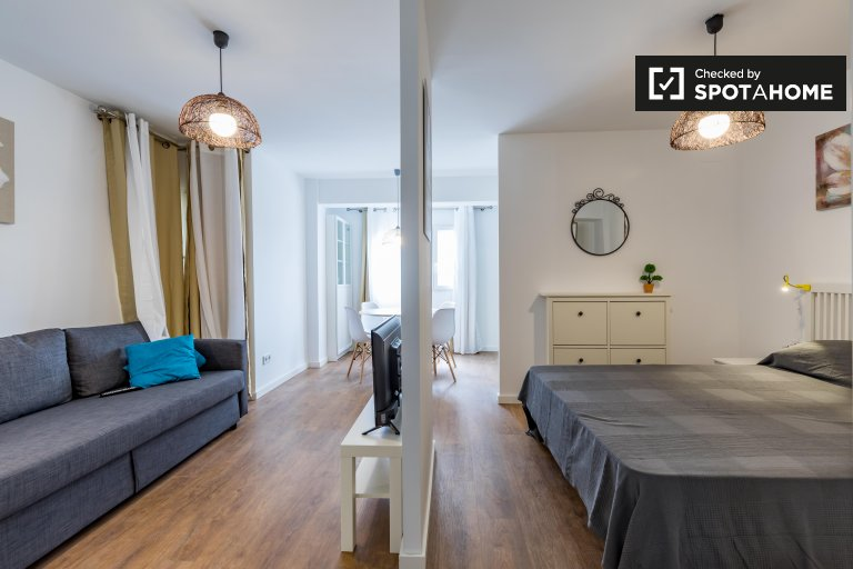 Chic studio apartment for rent in Camins al Grau, Valencia