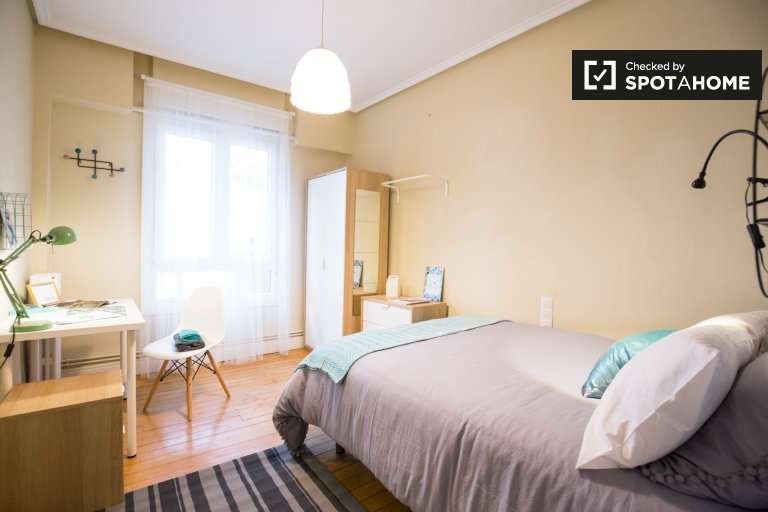 Cosy room in 7-bedroom apartment in Indautxu, Bilbao