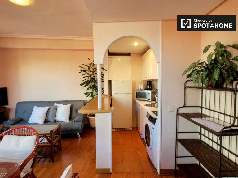Acogedor apartamento de 1 dormitorio con aire acondicionado para alquilar en el moderno Malasaña