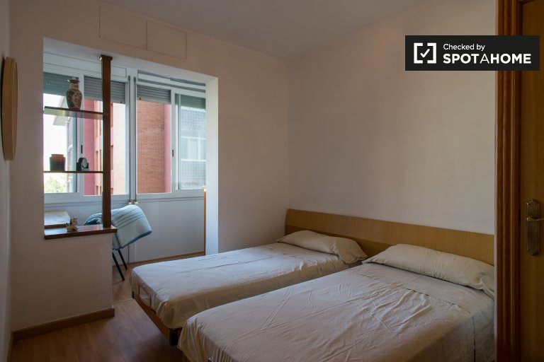 Spacious room in 3-bedroom apartment in Poblenou, Barcelona