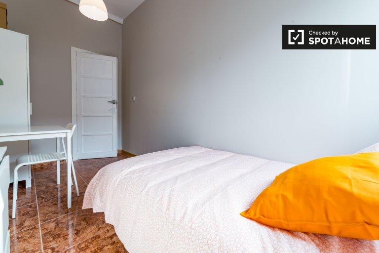 Großes Zimmer in einer 6-Zimmer-Wohnung in Extramurs, Valencia